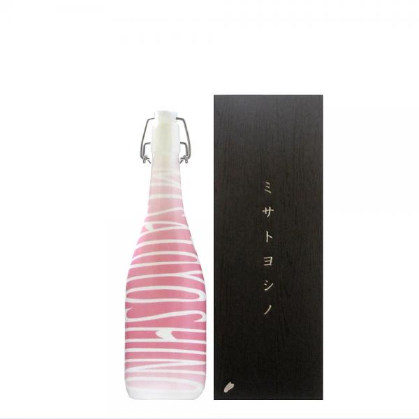 奥清水 純米大吟醸 桜酵母 ミサトヨシノデザインボトル 720ml